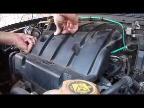 Retirada da tampa plástica do motor FIAT FIRE para limpar o corpo da borboleta