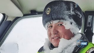 Мойнына мұз қатқан полицей