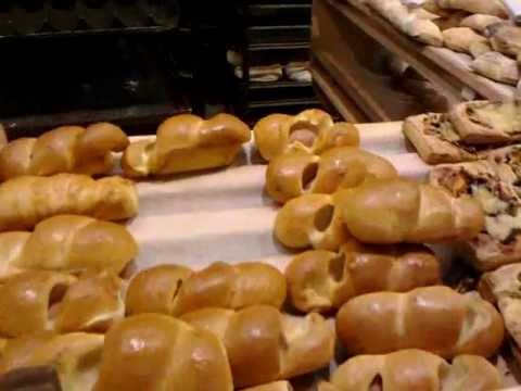 Мухи на свежей выпечке в магазине Сельпо.mp4