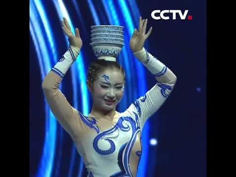 Acrobatic performance blue and white china | CCTV English