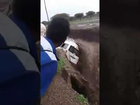 Durban storm 10/10/2017 Taxi caught in rapid water
