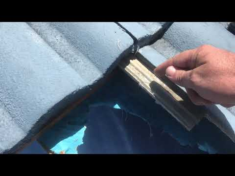 comfort-zone-roof-inspection-and-found-a-good-example-of-a-broken-tile-touge-and-torn-sarking-img-05
