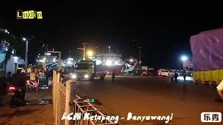 Truk besar masuk kapal di LCM Ketapang saat arus balik 2018