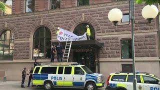 Fyra personer greps utanför Rosenbad - Nyheterna (TV4)