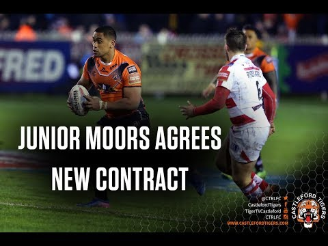 Moors signs contract extension