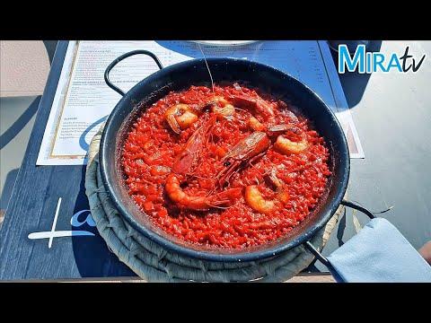 Sabroso Arroz Rojo con langostinos y carabineros en Excusa Beach la Barrosa