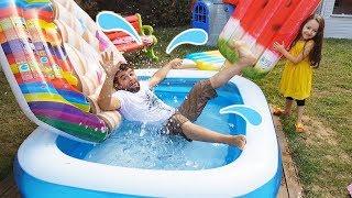 Babam Havuza Düştü! Kid Swimming Pool - Funny Oyuncak Avı Öykü