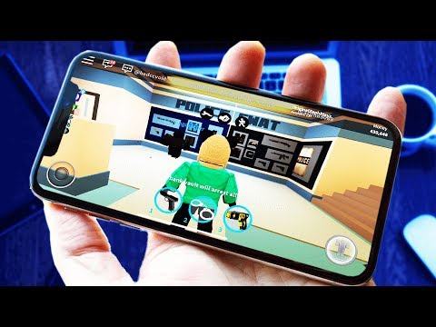 PLAYING ROBLOX ON MY IPHONE X!!!!!