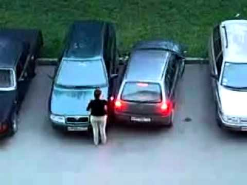 EPIC PARKING FAIL : girl trying to park a car!
