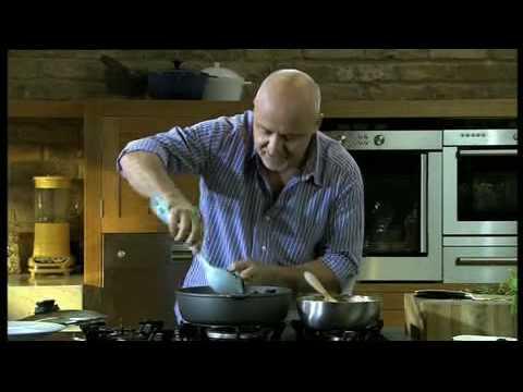 Aldo Zilli cooks Mussels Arrabbiata