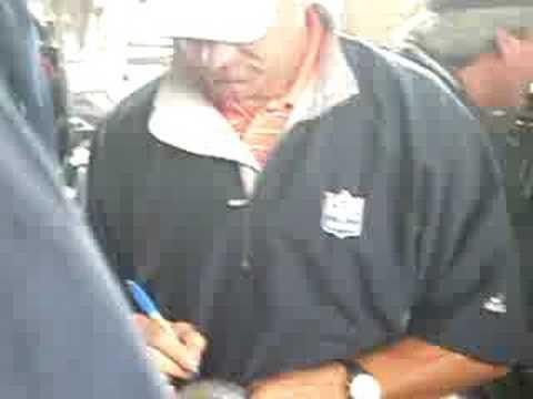 Steve Largent signing autographs