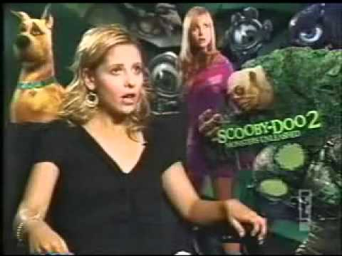 Sarah michelle Gellar (premiere of scooby doo 2 monsters unleashed)