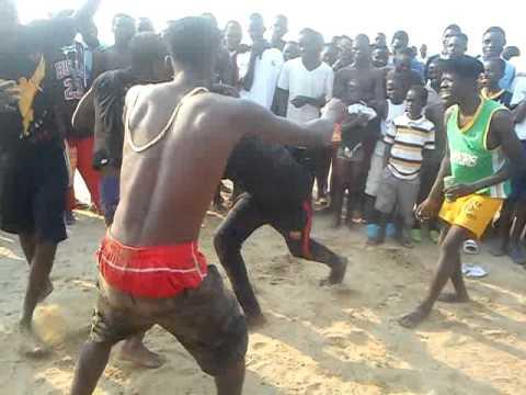 Nas praias de Angola o O real Madrid bate o Barcelona deste jeito kkkkkk!!!!