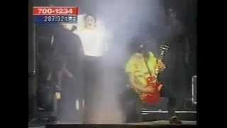 Slash didn't listen to Michael Jackson on stage !!!