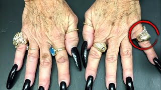 Reality Star Says She Spotted Stolen Ring on Fortune Teller's Finger