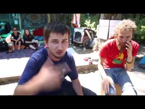 Serrano beköltözött a Ligetvédők táborába, és már együtt is zenéltek G Ras-szal