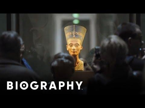 Nefertiti - Egyptian Queen & Great Royal Wife Of Pharoah Akhenaten | Mini Bio | BIO