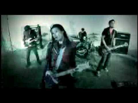 """Moonstar 88 - """"SENTI"""" (Official Music Video)"""