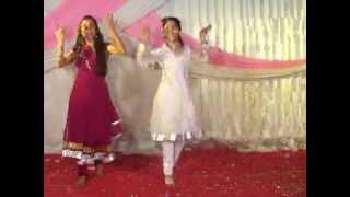 Gunje Angna Mein Shehnai - Aashima & Anushka Bhargava on Dance floor