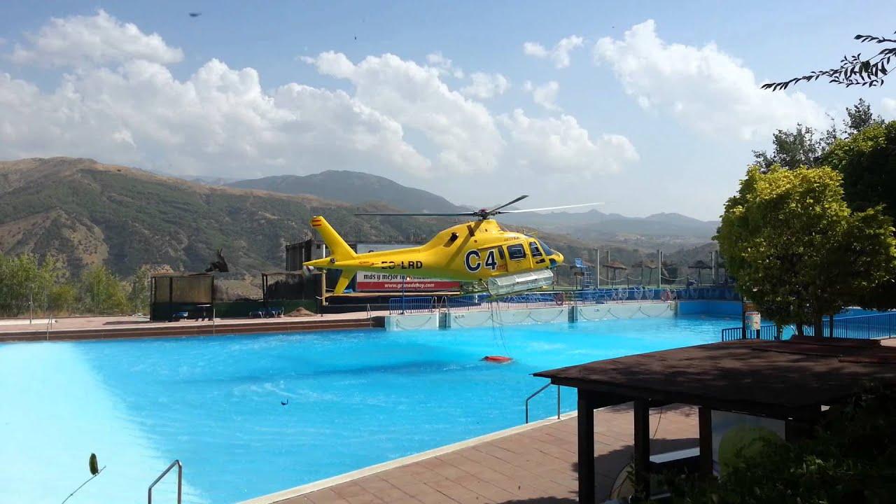 helicoptero cargando agua en piscina youtube