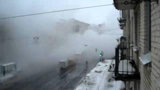 прорыв трубы в Санкт-Петербурге (шоссе революции)(, 2011-01-13T10:31:55.000Z)