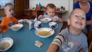 Обед в детском саду Lunch in Kindergarten