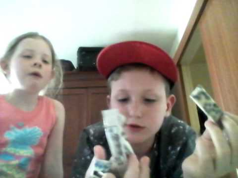 Welsh kid trys american candy