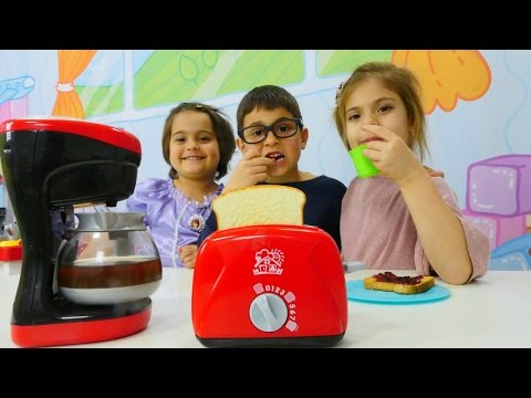#Fındıkailesi: Mikail kahvaltı için tost ve kahve makinesi sipariş ediyor. #Çocukdizisi Türkçe