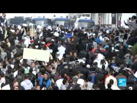 """مسيرات ضد شارلي ايبدو في الجزائر: """"كلنا مع رسول الله"""""""