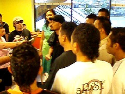 V103 - Vaniah Toloa & Crew Sing - L&L American Samoa