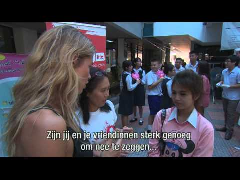 Doutzen Kroes in Thailand with dance4life