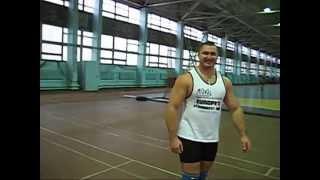Боря носит коромысло 500 кг