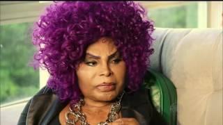 Prestes a completar 79 anos, Elza Soares luta pela saúde sem sair dos palcos