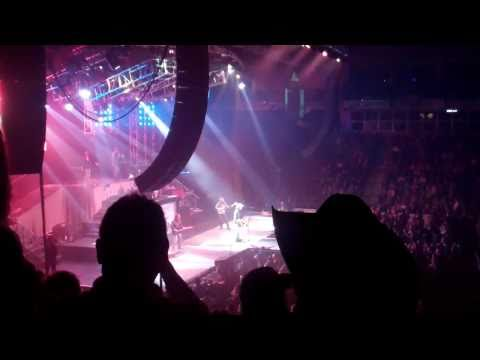 Toby Keith Live In Penticton - Get Drunk And Be Somebody