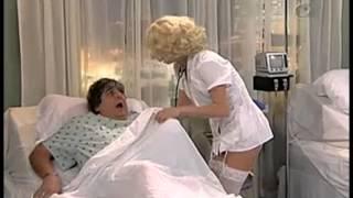 Repeat youtube video La enfermera ingenua - AméricaTevé