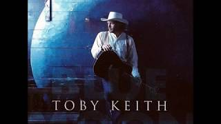 Watch Toby Keith Lucky Me video