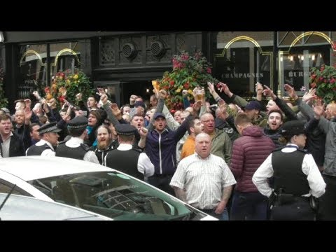Millwall vs Leeds Utd - Leeds Fans London Bridge 2017.