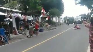 Viral, Seorang Ibu Nekat Baring di Tengah Jalan untuk Hadang Mobil Rombongan Presiden Jokowi