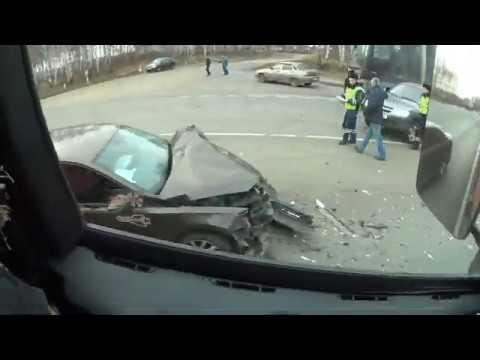 авария двух легковых машин,песок примерз к кузову, укладка асфальта
