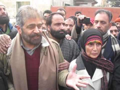 Hurriyat (G) leader Nayeem Khan leads an anti-VDC protest /kashmir headlines