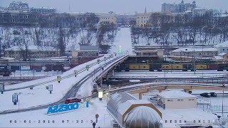 В Одессе зима Снегопад ночью засыпал снегом Приморский бульвар Дюка и Потёмкинскую лестницу :-))(В прямом эфире в ночь с 5 на 6 января 2016 года можно было наблюдать за первым в Новом году густым снегопадом,..., 2016-01-06T08:27:50.000Z)