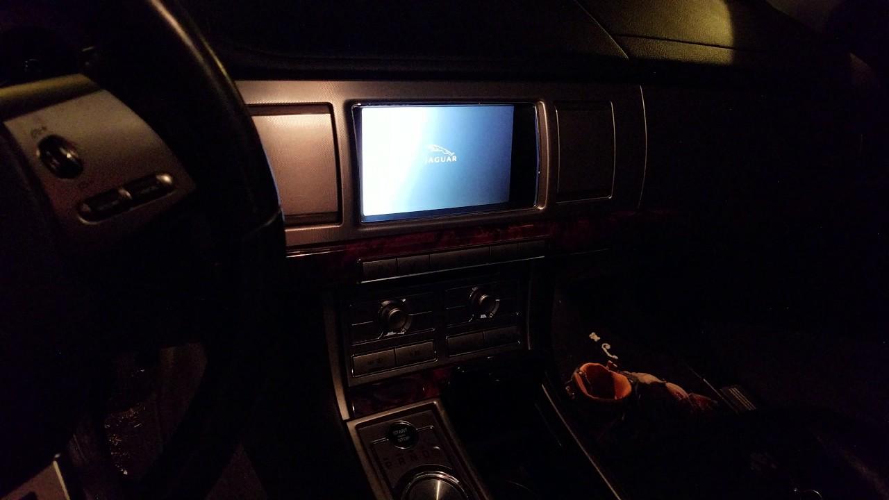 Need help with 09 Jaguar xf screen rebooting