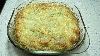 Лазанья из молодой капусты с куриным фаршем и сливочным соусом.