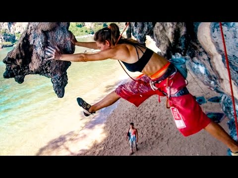 Climbing Beauty and the Beast Tonsai - Jump to a stalactite