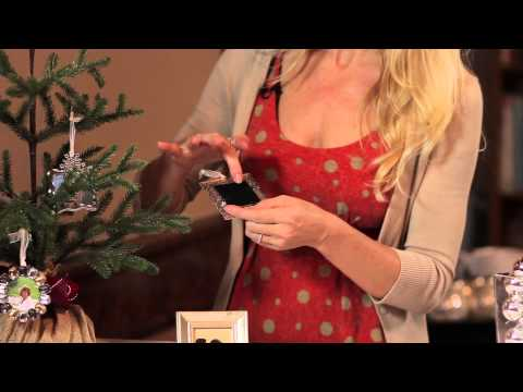How to Decorate a Christmas Tree Using Picture Frames : Party for the Holidays