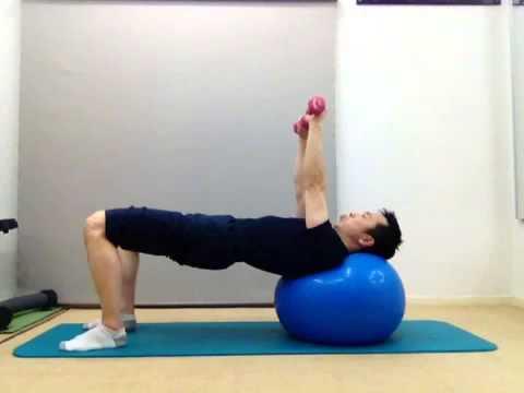 バランスボール・ダンベルベンチプレス(大胸筋のトレーニング)