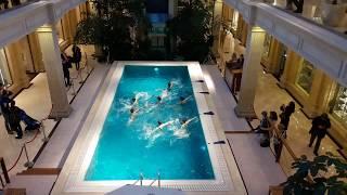 Москва: синхронное плавание в торговом центре