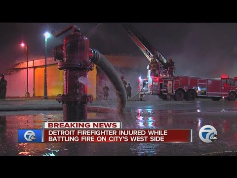 Detroit firefighter injured fighting commercial fire