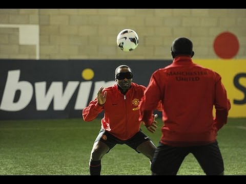Telepathic football: Yorke & Cole vs Rooney, Welbeck & Hernandez from YouTube · Duration:  2 minutes 41 seconds