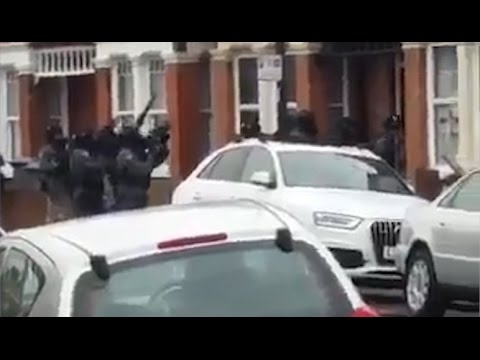 London cops shoot one, arrest four in swoop